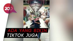 Pasar Beringharjo Sepi Pembeli, Ibu-ibu Pedagang Asyik Main Bola
