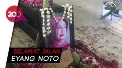 Melihat Makam Ibunda Jokowi di Sisi Pusara Sang Suami