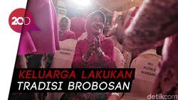 Jenazah Ibunda Jokowi Diberangkatkan ke Makam