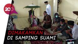 Khidmatnya Doa dan Penghormatan untuk Ibunda Jokowi di Pemakaman