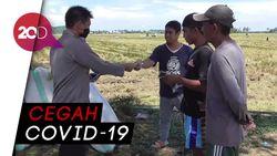 Cegah Penularan Corona, Polisi Bagikan Masker ke Petani dan Pemulung di Polman