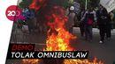 Masa Demo di Jalan Gerbang Pemuda Coba Terobos Pagar Kawat