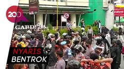 Tegang! Massa Geruduk Deklarasi KAMI di Magelang, Polisi Menghalau
