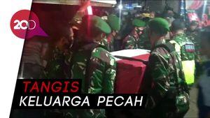 Isak Tangis Iringi Kedatangan Jenazah TNI yang Ditembak KKB