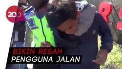 Aksi Polisi Berantas Pak Ogah Jalanan di Makassar!