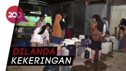 Warga Sumedang Rela Antre Malam-malam Demi Dapat Air Bersih