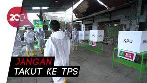 Unik! Petugas KPPS Ini Berbaju Hazmat, Minta Warga Jangan Takut ke TPS