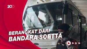 Keluarga Korban Sriwijaya Air SJ182 Diantar ke Pos Antemortem RS Polri