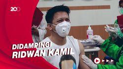 Detik-detik Ariel Noah Disuntik Vaksin COVID-19 di Bandung