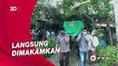 Isak Tangis Keluarga Sambut Jenazah Arifin Korban Sriwijaya Air