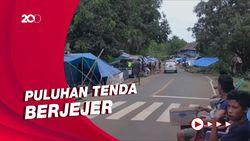 Nekat! Pengungsi Gempa Dirikan Tenda di Bahu Jalan Trans Sulawesi