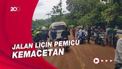 Jalan Trans Sulawesi di Mamuju Lumpuh 6 Jam Tertutup Sisa Longsor