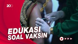 Aksi Teatrikal Gatot Kaca Jalani Vaksinasi di Solo