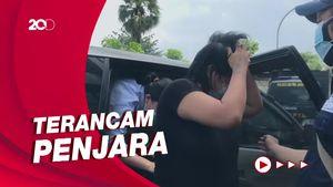 Wanita yang Mesum di Halte Bus Senen Dibayar Rp 22 Ribu