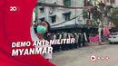 Detik-detik Polisi di Myanmar Melepaskan Tembakan ke Pendemo