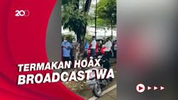 Heboh Antrean Vaksinasi Corona Lansia Gegara Broadcast Hoax di WA