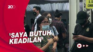 Tangisan Istri Korban Penembakan Bripka CS Saat Rekonstruksi