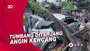 3 Mobil Tertimpa Pohon Tumbang di Kota Bandung