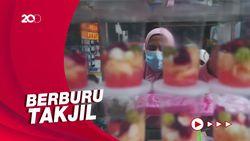 Warga Ramai Berburu Takjil di Pasar Benhil