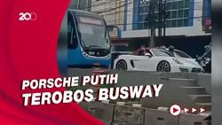 Terobos Busway, Porsche Putih Minta Sopir TransJ Mundur