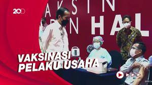 Jokowi Tinjau Vaksinasi Pedagang Thamrin City-GI Bareng Anies