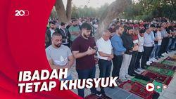 Suasana Umat Muslim Palestina Salat Idulfitri di Luar Masjid Al-Aqsa
