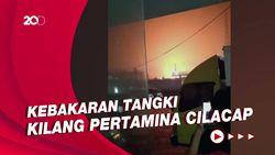 Kobaran Api Saat Kilang Pertamina Cilacap Terbakar