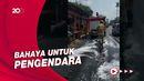 Oli Tumpah di Jalan Raya Duren Sawit, Damkar Turun Tangan