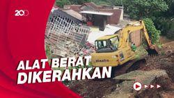 Alat Berat Dikerahkan Evakuasi Material Longsor di Ciputat