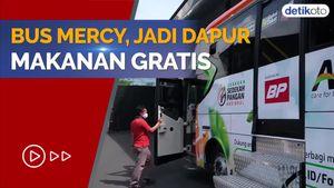 Salut! Bus Mercy Disulap Jadi Dapur Berjalan dan Bagikan Makanan Gratis