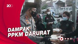 Polisi Bagikan Ratusan Paket Rendang ke Ojol-PKL saat Idul Adha