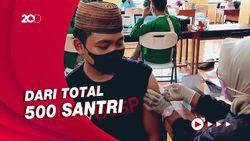 100 Santri Ponpes di Ciamis Dapatkan Vaksinasi COVID-19