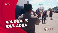 Suasana Arus Balik Penumpang Kapal di Pelabuhan Parepare