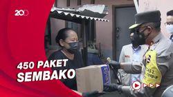 Dampak PPKM, Kakorlantas Bagikan Sembako ke Permukiman Pemulung di Cakung
