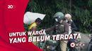 Gaya Ridwan Kamil Touring Sambil Bagi-bagi Sembako-Cek Vaksinasi