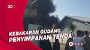 Kebakaran Gudang Tenda di Parakan Depok, Asap Hitam Membubung Tinggi