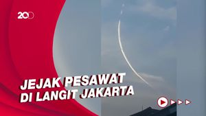 TNI AU Bicara Video Garis Putih Racun di Langit Jagakarsa