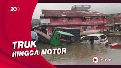 Penampakan 9 Kendaraan Terjun ke Kolam-Sawah Usai Terlibat Kecelakaan di Bukittinggi