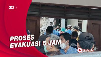 Detik-detik Evakuasi Korban Tertimpa Crane Roboh di Depok