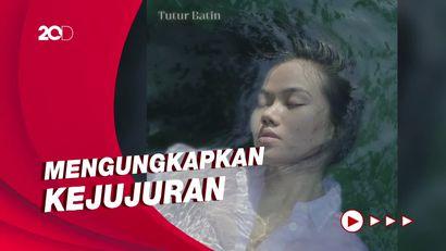 Yura Yunita Pede Banget Tampil Berjerawat di Cover Album