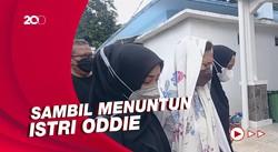 Momen Chintami Atmanegara Temani Istri Oddie Agam ke Rumah Duka