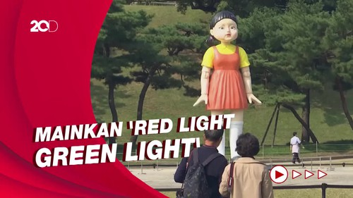 Boneka Squid Game di Seoul Bawa Warga Korsel Bernostalgia