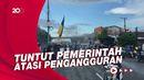 Mahasiswa Makassar Geruduk Kantor DPRD Sulsel, Bakar Ban dan Tutup Jalan